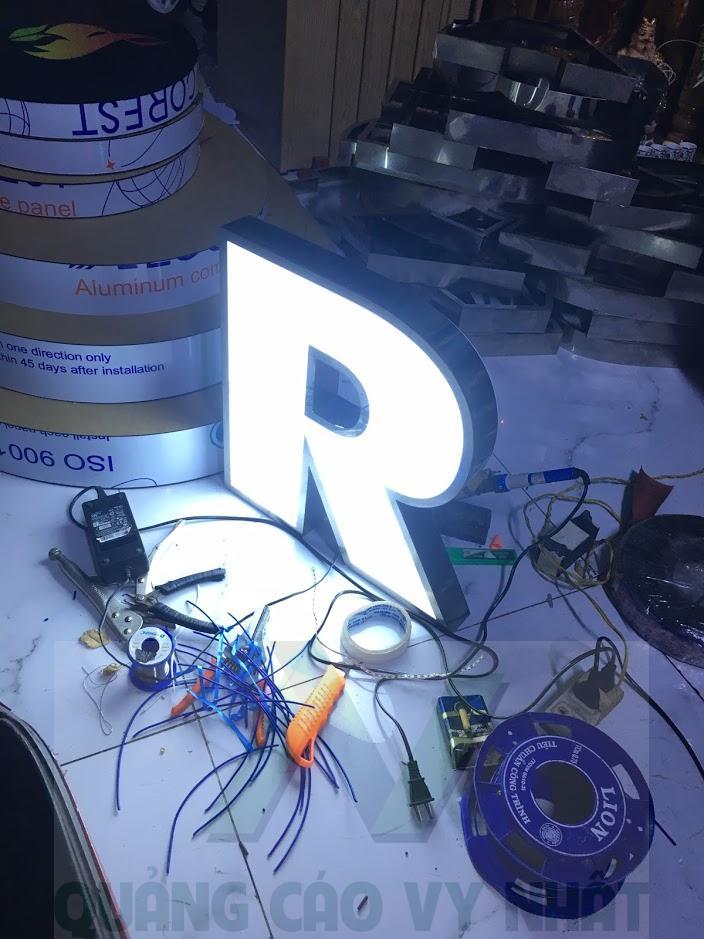 thi công chữ nổi đèn LED